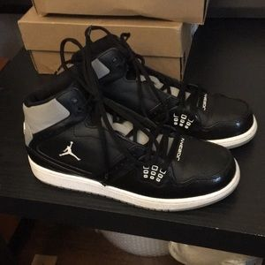 Nike boys youth 6.5 Jordan 1 flight shoes